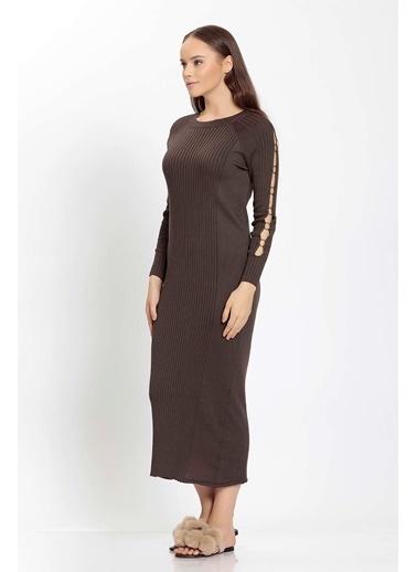Vitrin Kolları Metal Halka Detaylı Elbise Kahve